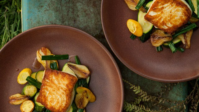 halibut_with_spring_onion_and_summer_squash_saute_646
